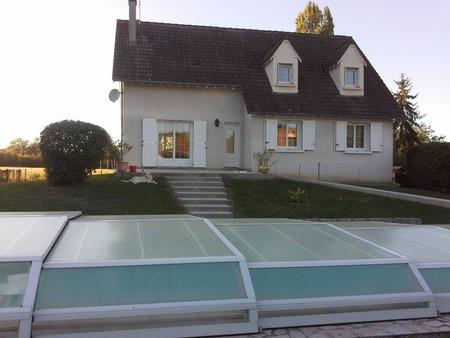 maison familiale avec piscine ref 107231 bourges. Black Bedroom Furniture Sets. Home Design Ideas