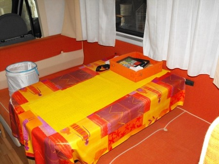 camping car 7 places ref 24555 bourges. Black Bedroom Furniture Sets. Home Design Ideas