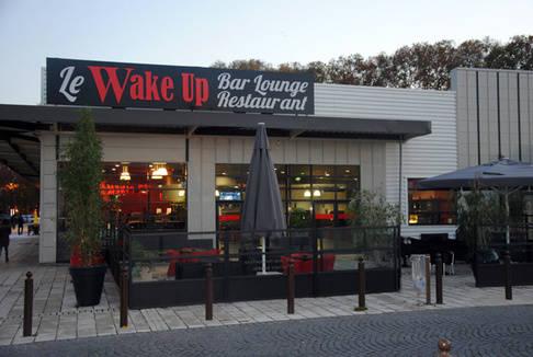 le wake up bar lounge restaurant bourges. Black Bedroom Furniture Sets. Home Design Ideas