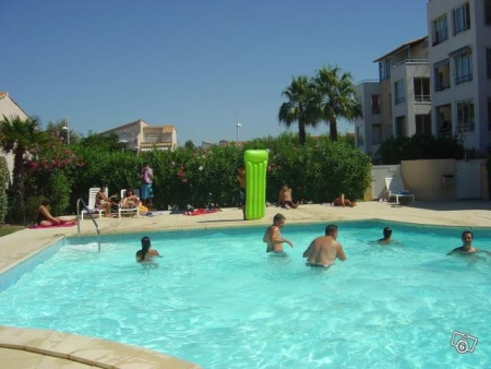 Loue t1 au cap d 39 agde avec piscine et parking bourges for Piscine cap d agde