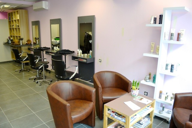 Forfait Coloration végétale Femme (shampoing, coupe, coiffage) + 1 Shampooing + 1 Soin OFFERTS
